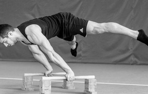 I 5 migliori esercizi per sviluppare la Planche Calisthenics